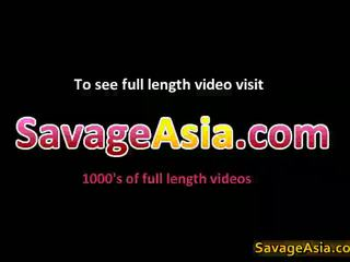 Seksi warga asia remaja stripping