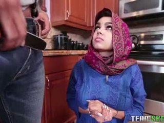 Buah dada besar arab remaja gets sebuah seksi air mani filling