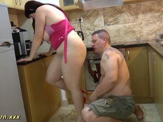 Krūtainas lielas skaistas sievietes pamāte gives footjob, bezmaksas hd porno 32