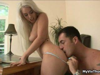 Sừng cô gái tóc vàng nymph has sensuous attractive