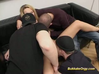 Tyska blondin gets massiv bukake