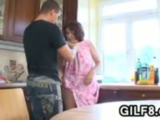 Gorda vovó having sexo em o cozinha
