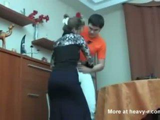 Rusiškas mama prigautas jos sūnus masterbating