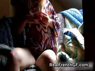 Bigtit frances prietena fingers și tastes ei
