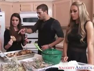 हॉट cuties brooklyn chase, nicole aniston और सममर brielle gets nailed