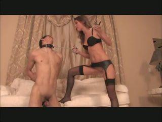Dominação feminina plays com electro cages escrava, porno 0a