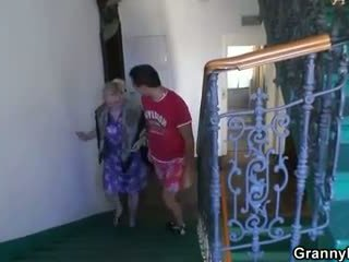 Granny gets banged by an young pickupe...