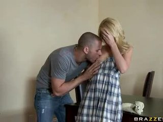 Pleasant seductive monique alexander enjoys playing with a thick gotak in this guyr mouth