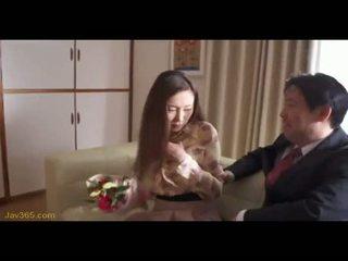 Ooba yui sekretāre jāšanās viņai boss 2