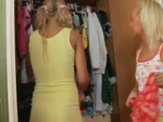 Two lituanien blondes anal plan a trois dur