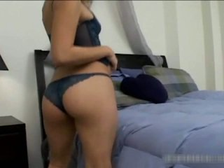 Sexy asiatisk tenåring stripping