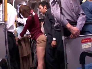 Tineri collegegirl reluctant public autobus orgasm