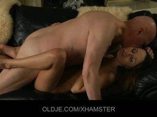 Gammal makens catches hans ung hustru masturberar