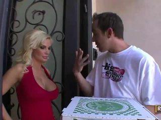 Lonely housewife diamond foxxx fucks pizza guy