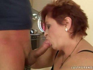 Tučné stará mama enjoys nemravné sex