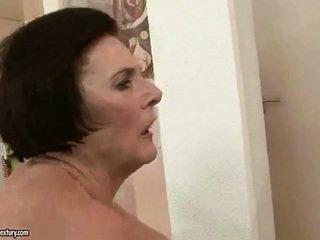 Пухка бабця enjoying непристойна секс