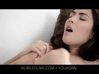 Nubile film - suo attraente fidanzata licks fica così buono