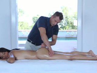 Quente erótico massagem para um muito gira 18yo jovem grávida