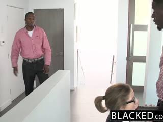 Blacked tenåring trekant med two monster dicks