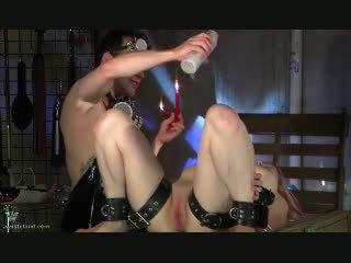 Labia pinching видео