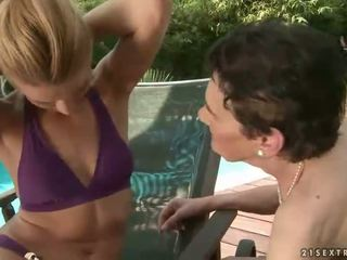 Abuelita y adolescente enjoying lesbianas sexo