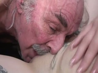 Porner premium: amatööri seksi elokuva kanssa a vanha mies ja a nuori slut.