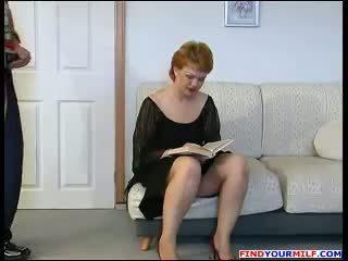 Handyman forzato a cazzo russo matura mamma