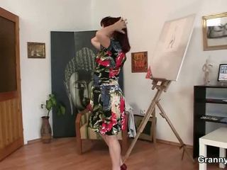 Sleaze donna jumps onto sai đường python