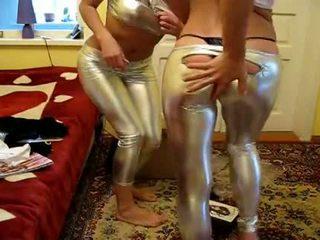 2 flickor försök ny shiny strumpbyxor