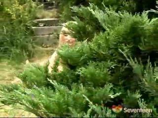 Remaja onani di dalam itu kebun