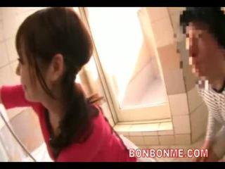 Dögös feleség takes zuhany -val neighborhood kid