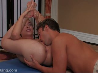 Jamie elle takes a big sik in her mouth