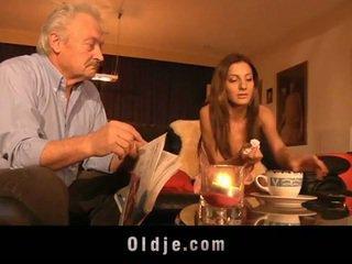 Hd dedek zajebal s mlada alice