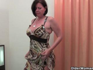Bra rounded momen jag skulle vilja knulla är toying henne äldre och hårig fittor