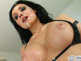 The visiškai nepakartojamas ateivis gets jos veidas covered į