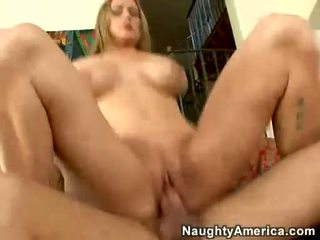 Grand boobed milf abby rode receives son juteux chatte boned dur
