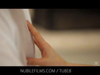 Nubile סרטים - זרע dripping מן שלה פנים onto שלה שובב ועליז קטן פטמות