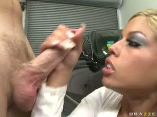 सेक्सी हुकर bridgette b enjoys एक meaty shaft drilling unfathomable में उसकी स्वीट मुंह