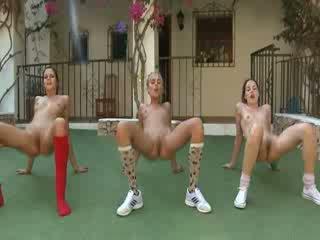 Trio desnuda lesbos fabricación aeróbic