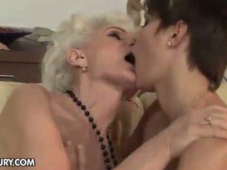 Nonnina enjoying lesbica sesso