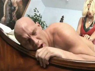 Porno yıldızı nemfomanyak brittany andrews copulates onu mans anne ile onu kocaman starp üzerinde