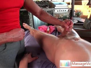 Dayton receives rectal hole huilé pour bon massage
