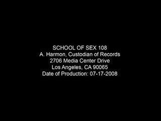 Shkollë i seks ushtri e pacensuruar skenë