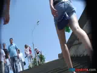 আমি spied ঐ গরম কালো panty উপর ঐ স্কার্ট