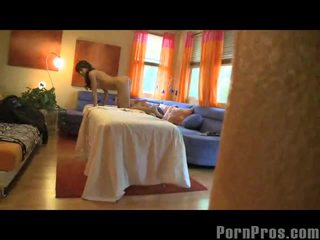Capri cavalli getting orgasm pe masaj tabel