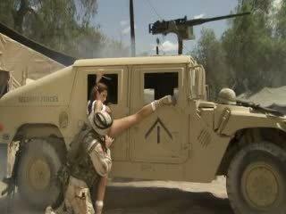 섹시한 hotty jadra holly receives 그녀의 고양이 fingered 과 banged 로 a soldier
