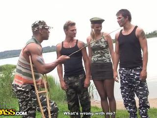 Καυτά σκληρά core γαμώ σε ο στρατός βίντεο