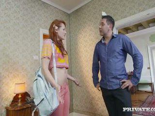 Studentská emy gets lured do a hotelu podle the owner