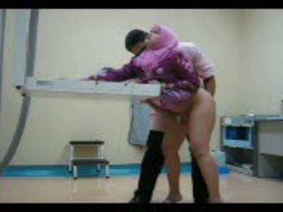 Arab мадама в розов gets тя путка eaten навън след това прецака от зад видео