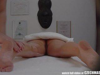 Красавици блондинки gets нефт масаж & майната като bonus